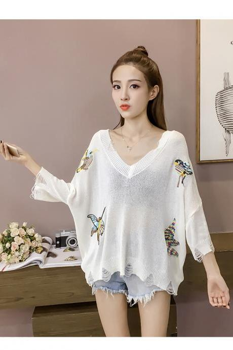Women Korean Fashion V-neck Embroidered Seven-point Bat Sleeve Loose Thin Knitted Sweater
